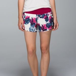Lululemon Tracker Short II *4-way Stretch Inky Floral Ghost Inkwell Bumble Berry